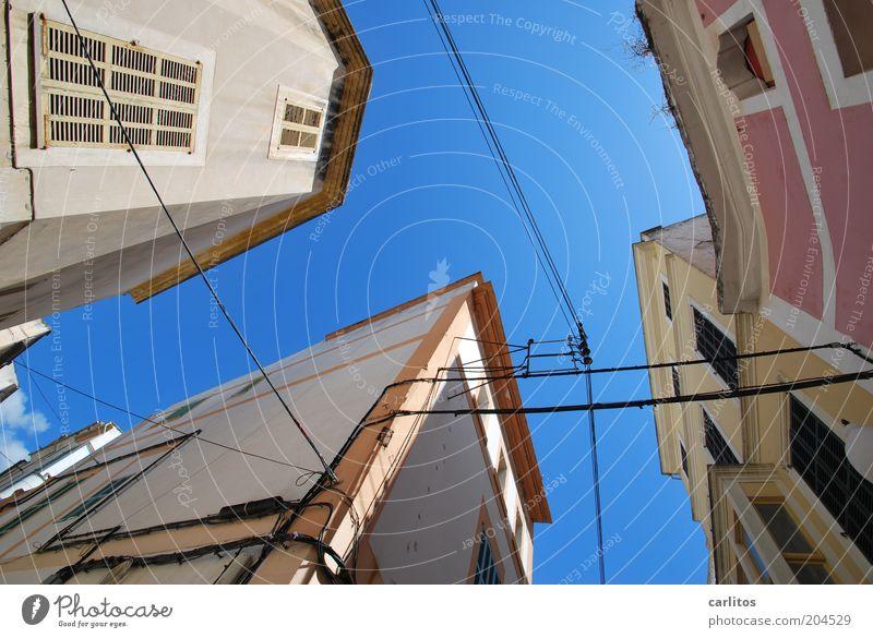 Milchstraße ( Tagansicht ) alt Himmel weiß blau Stadt Sommer ruhig Haus Wand oben Fenster Mauer Wärme rosa Fassade