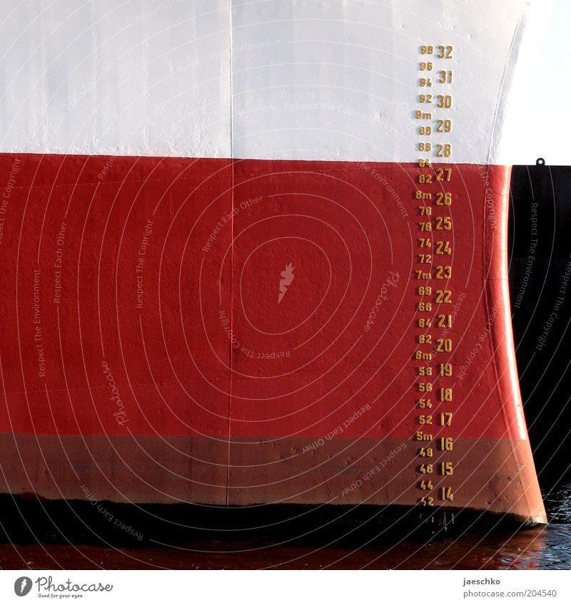 Dreimetersechzig Wasser weiß rot schwarz Ziffern & Zahlen Anlegestelle Schifffahrt Wasserfahrzeug Einstellungen Maßeinheit messen Kreuzfahrt Skala Schiffsbug Dock Verkehrsmittel