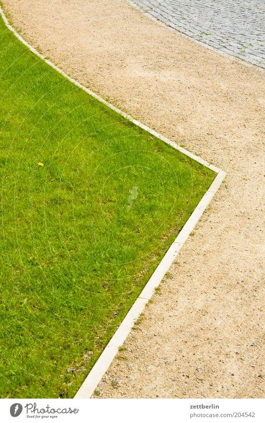 Rasen, Weg, Straße Gras Vorgarten rasenkante Wege & Pfade Bürgersteig Schotterweg Sandweg Fußweg Spaziergang kopfsteinstraße Kopfsteinpflaster Menschenleer