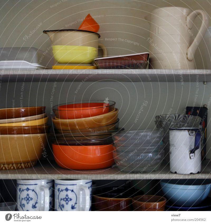dies & das alt dunkel klein Ordnung Küche offen authentisch einfach einzigartig Geschirr Möbel Stillleben Sammlung Dose Stapel Schalen & Schüsseln