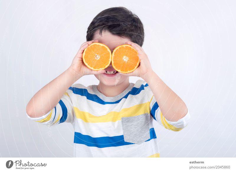Lustiger Junge mit Orangen Mensch Kind Freude Leben Lifestyle Gesundheit lachen Lebensmittel Frucht Ernährung frisch Kindheit Lächeln genießen