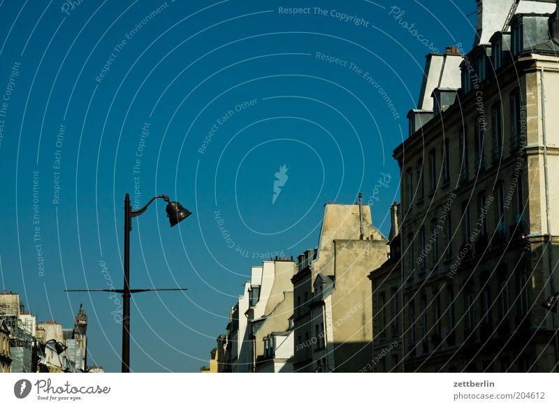 Pariser Laterne Licht Haus Architektur Stadt Hauptstadt Frankreich Fassade Himmel Schönes Wetter Wolkenloser Himmel Außenaufnahme Textfreiraum Sommer