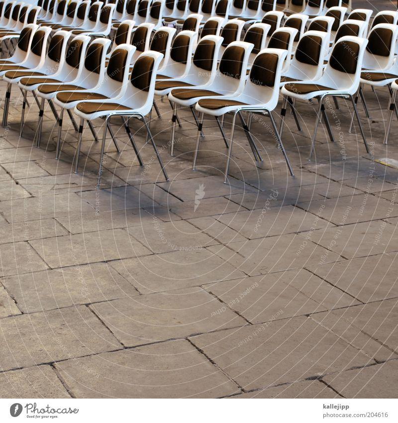 public viewing Design leer Ordnung offen Stuhl Veranstaltung Reihe Sitzgelegenheit Wiederholung Sitzreihe Symmetrie gleich Leerstand Schatten Reihenfolge
