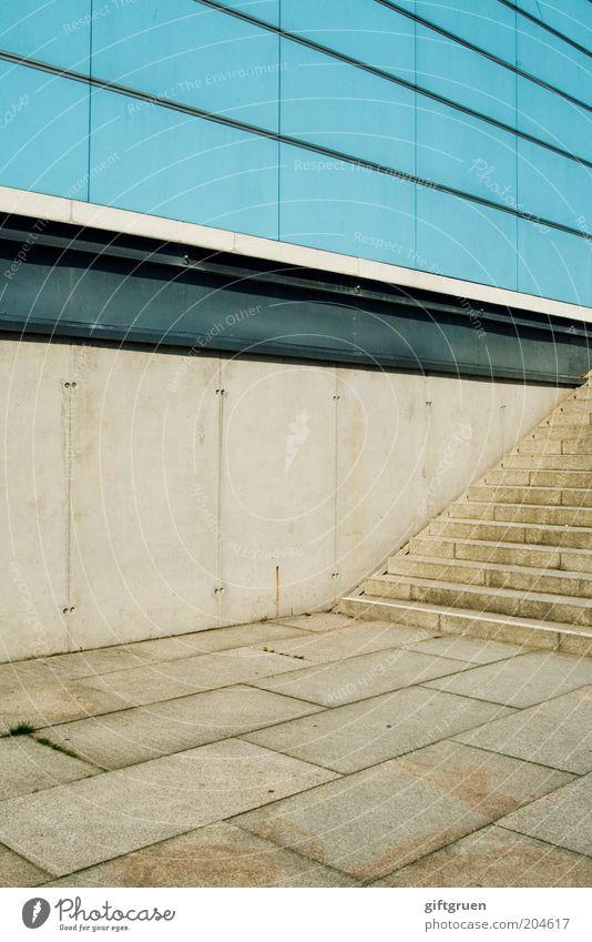mustermix Menschenleer Haus Bauwerk Gebäude Architektur Mauer Wand Treppe Fassade eckig modern blau innovativ gestreift kariert quergestreift Streifen Stein