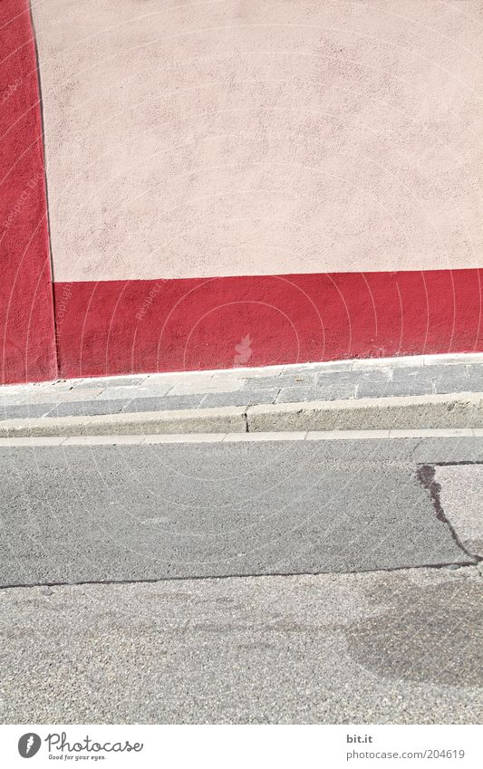 irgendwo in Oggersche...[LUsertreffen 04 10] rot Straße Wand grau Mauer Wege & Pfade Linie rosa Beton Fassade Ecke trist Asphalt Streifen Bürgersteig