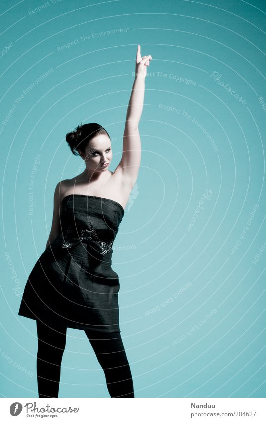 Yeah! Mensch Jugendliche feminin Stil Tanzen Feste & Feiern Erwachsene Erfolg Finger Lifestyle Frau Model Kleid Veranstaltung aufwärts