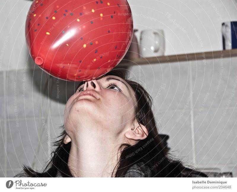 Seehund Mensch Jugendliche rot Freude ruhig feminin Kopf Feste & Feiern Erwachsene Luftballon rund Fliesen u. Kacheln berühren Gelassenheit Frau Gleichgewicht