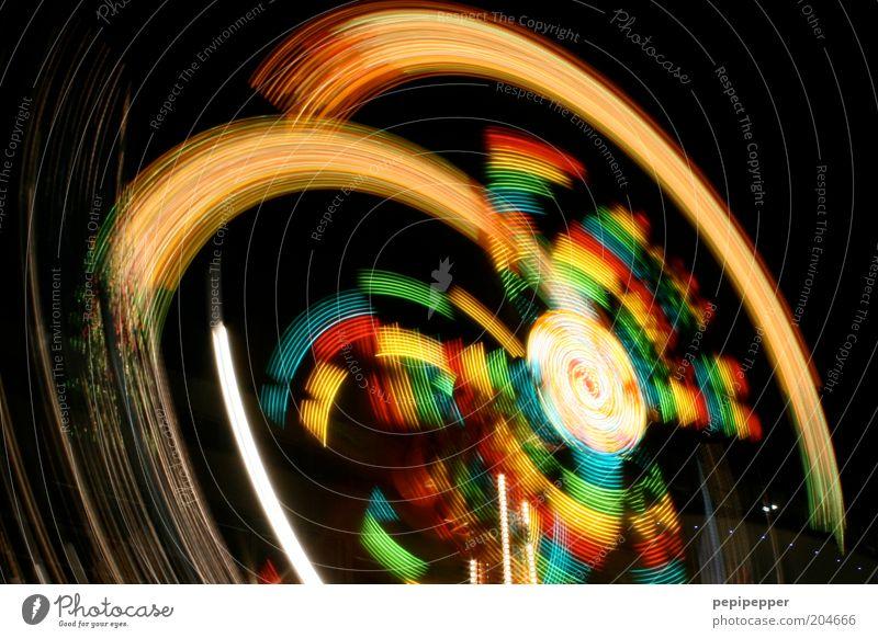 yippie yeah Feste & Feiern fliegen fahren leuchten drehen Jahrmarkt Karussell Nachtleben Schwindelgefühl Nachtaufnahme Lichteffekt Lichtstreifen