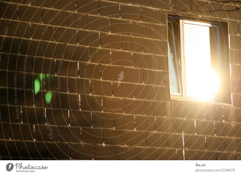 Lichtblick - ACHTELFINALE Haus Fenster hell braun glänzend Fassade Sauberkeit leuchten Backstein Bauwerk Fensterscheibe Licht Sonnenspiegelung