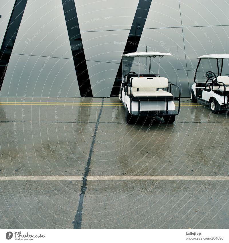 golf II Stil PKW nass Design Zukunft Streifen Verkehrswege Fahrzeug parken Umweltschutz Parkplatz elektrisch Verkehrsmittel Fahrbahnmarkierung Maschine Aktion