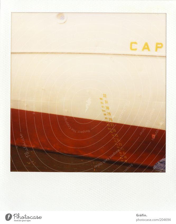 Cap der... Sightseeing Kreuzfahrt Hafen Cap San Diego Passagierschiff Schiffsbug Metall Zeichen Ziffern & Zahlen rot weiß Tourismus Museumshafen Elbe Farbfoto