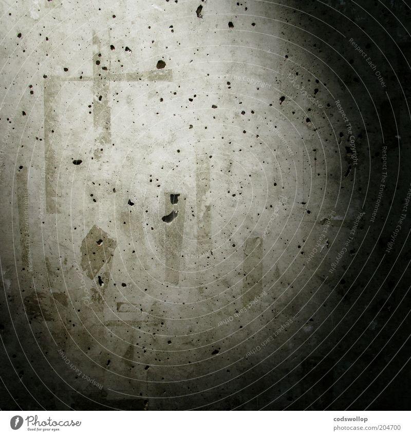 sellotape und sichtbeton Wand grau Mauer Beton Fassade trist Spuren Loch Strukturen & Formen Textfreiraum abstrakt Plakatwand