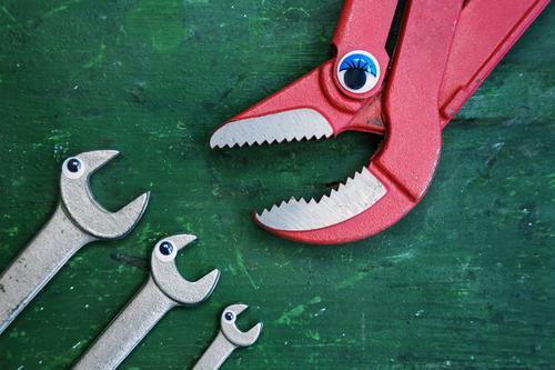 ...Ruhe jetzt! Kindergarten Beruf Handwerker Baustelle Dienstleistungsgewerbe Werbebranche Werkzeug Schere Technik & Technologie androgyn Mutter Erwachsene