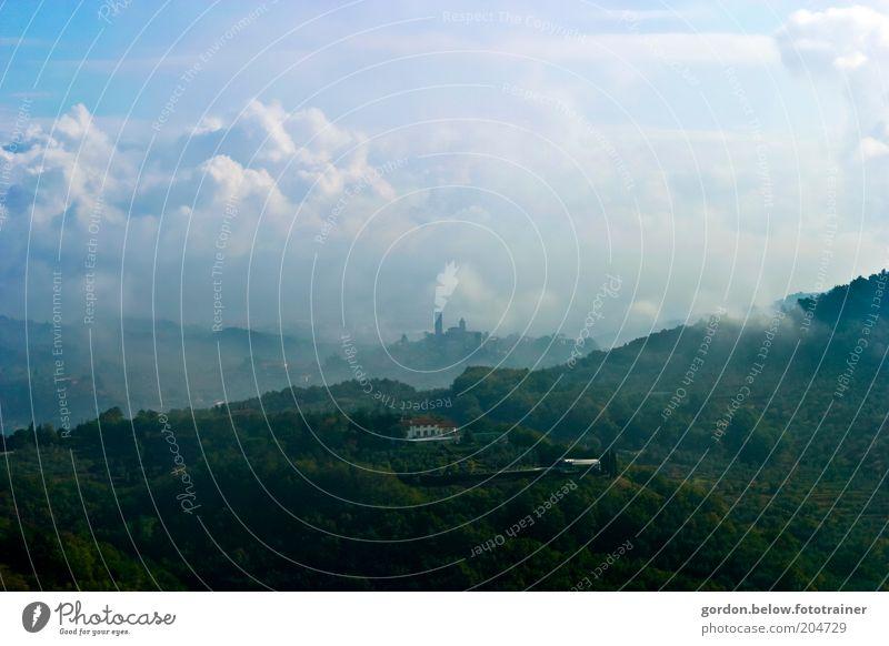 Toscana blue Landschaft Himmel Wolken Sommer Wetter Nebel Hügel Toskana Italien Dorf Sehenswürdigkeit blau grün Romantik Farbfoto Außenaufnahme Menschenleer