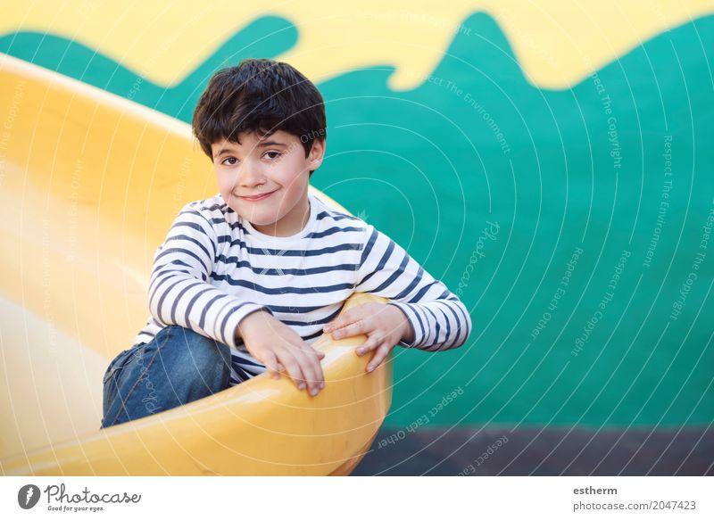Kind im Spielplatz Mensch Lifestyle Liebe lustig lachen Kindheit Lächeln genießen Abenteuer Lebensfreude Warmherzigkeit Coolness Kleinkind positiv kuschlig