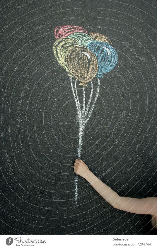 am seidenen Faden Freizeit & Hobby Spielen Haut Arme Hand Kunst Künstler Strassenmalerei Straße Wege & Pfade Luftballon Kreide fliegen frei Fröhlichkeit