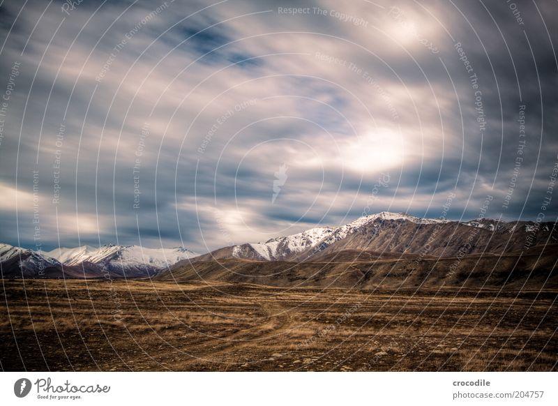 New Zealand 85 Umwelt Natur Landschaft Urelemente Erde Wolken Gewitterwolken Klima schlechtes Wetter Unwetter Hügel Felsen Alpen Berge u. Gebirge