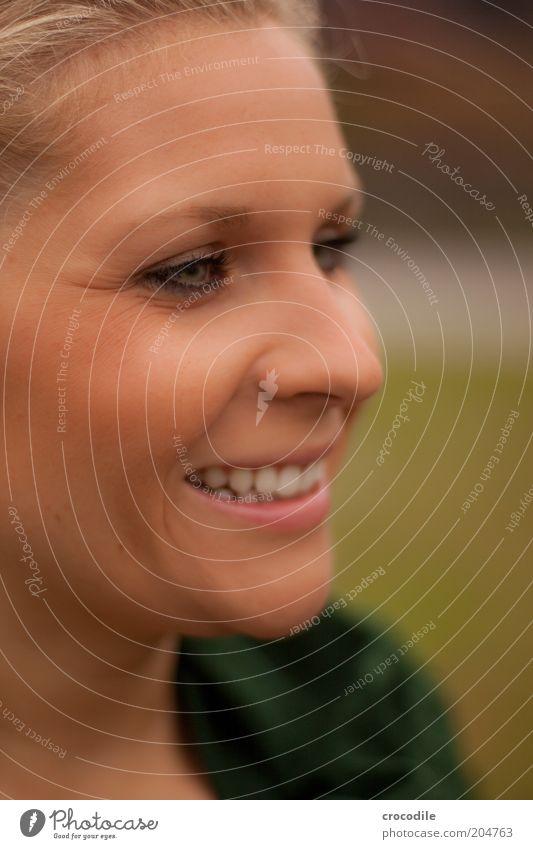 mädel Mensch Jugendliche schön Gesicht Erwachsene feminin lachen Stil Zufriedenheit blond elegant Haut ästhetisch Fröhlichkeit Lifestyle 18-30 Jahre