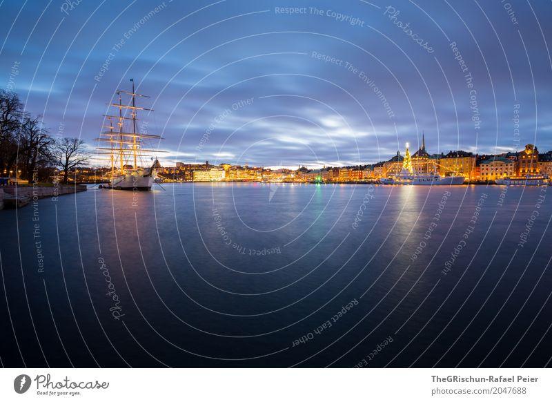Stockholm by Night Hauptstadt Hafenstadt blau gelb gold violett weiß Stadt Nacht Abenddämmerung Baum Weihnachtsbaum Licht Meer Reflexion & Spiegelung