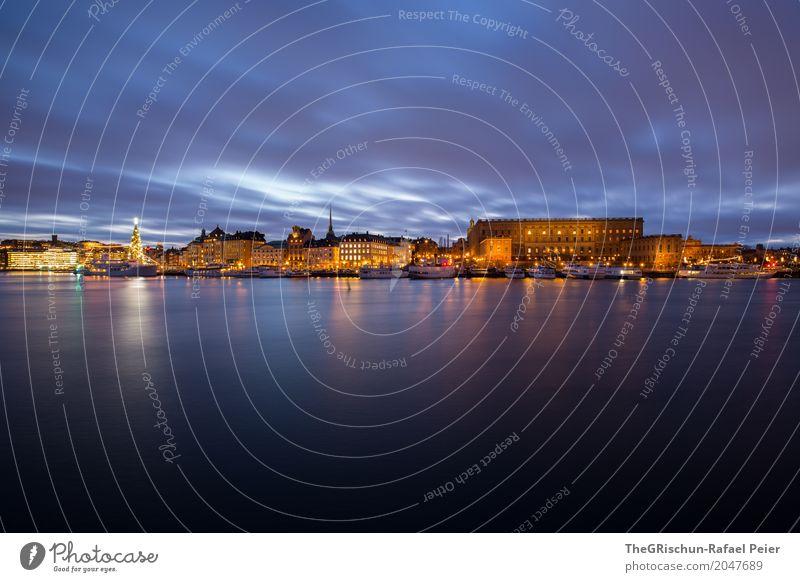 Stockholm Palast Stadt Hauptstadt blau gelb gold schwarz Licht Baum Weihnachtsbaum Schweden Haus Gebäude Altstadt Reflexion & Spiegelung Wasser Wasserfahrzeug