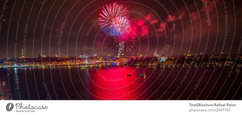 Stockholm_Neujahr Hauptstadt Hafenstadt rot schwarz mehrfarbig fest Feste & Feiern Neujahrsfest Feuerwerk Meer Reflexion & Spiegelung Panorama (Bildformat)