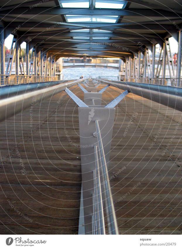 Landungsbrücken Hamburg obskur Anlegestelle Geländer Brücke Sonne