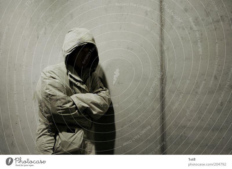 nobody Mensch ruhig Einsamkeit dunkel Tod Angst warten Armut maskulin bedrohlich gruselig Jacke frieren bizarr Geister u. Gespenster Mantel