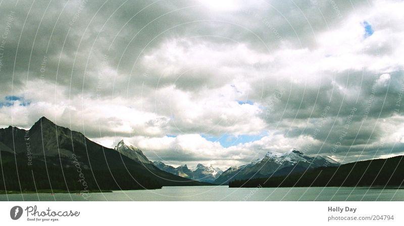 Maligne Lake, Kanada Ferien & Urlaub & Reisen Ferne Freiheit Sommer Berge u. Gebirge Natur Landschaft Wasser Himmel Wolken schlechtes Wetter Rocky Mountains