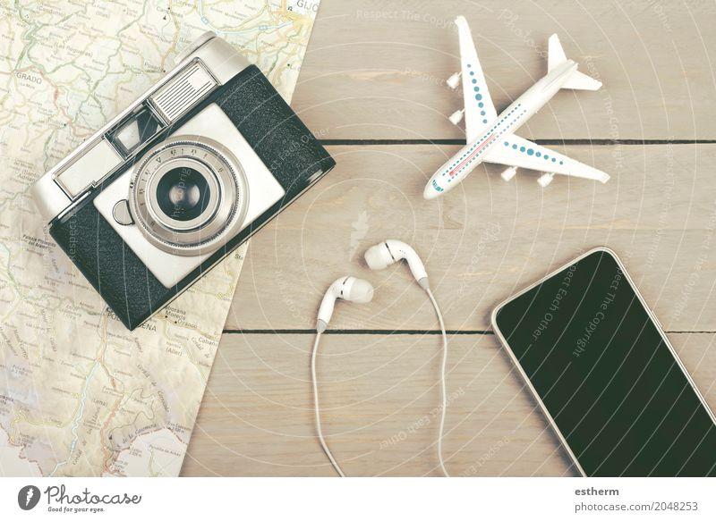 Planen Sie Urlaub mit Karte Lifestyle Freude Ferien & Urlaub & Reisen Tourismus Ausflug Abenteuer Ferne Freiheit Sightseeing Städtereise Sommerurlaub Handy