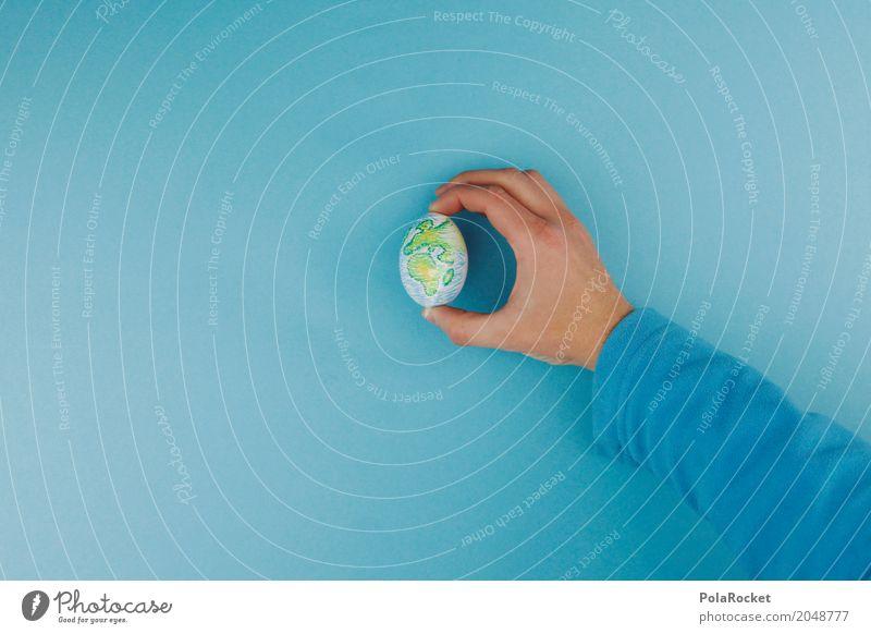 #AS# Vorsicht Vorsicht Vorsicht Kunst Kunstwerk ästhetisch Ei einzeln positionieren festhalten haltend Hand Eierschale blau Klima Klimawandel Klimaschutz