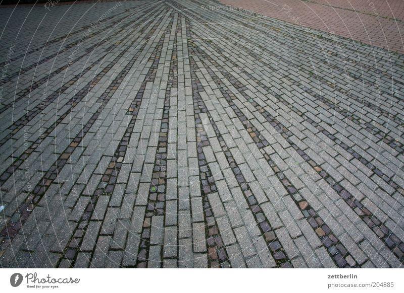 Bürgersteig Bodenbelag Stein Fächer gefächert strahlen Mittelpunkt Geometrie Menschenleer Strukturen & Formen Ordnung Fuge Zentralperspektive Fluchtpunkt