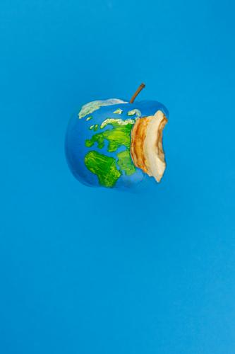 #A# Erdapfel Essen Kunst Erde Design ästhetisch Kreativität Zukunft Idee Pause Symbole & Metaphern Gemälde Bioprodukte Apfel nachhaltig ökologisch Kunstwerk