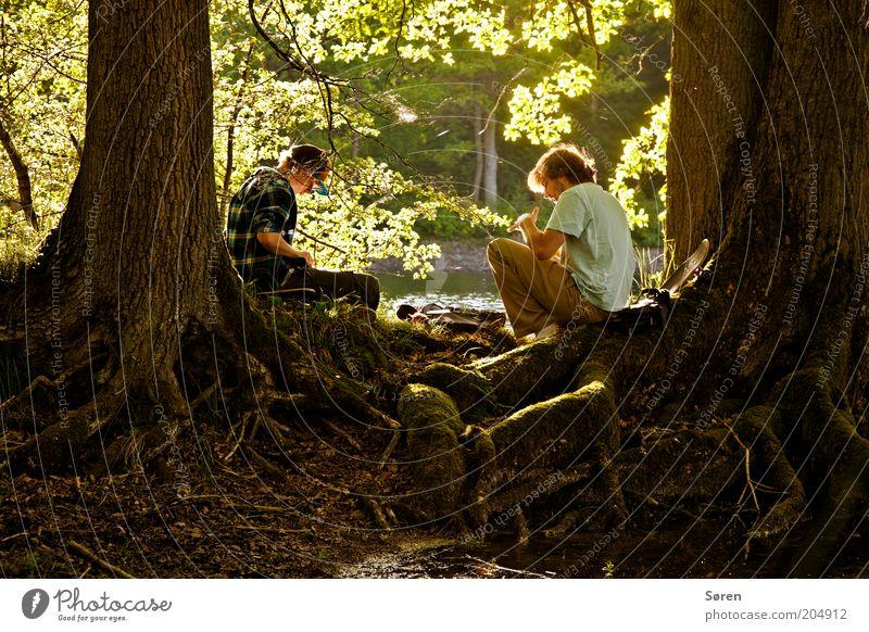 Tom Sawyer und Huckleberry Finn Mensch maskulin Geschwister Freundschaft Paar Jugendliche Leben 2 18-30 Jahre Erwachsene Natur Sommer Flussufer Zusammenhalt