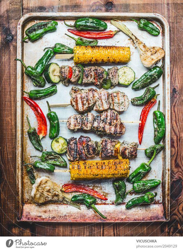 Grillplatte mit gerösteten Fleischspieße ,Gemüse und Maiskolben Lebensmittel Mittagessen Picknick Bioprodukte Stil Design Gesunde Ernährung Küche Kebab Snack