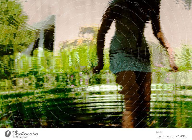 Every Colour You Are Frau Mensch Natur Wasser Pflanze Garten See Erwachsene Teich anonym Spiegelbild Reflexion & Spiegelung Verzerrung kopflos Minirock