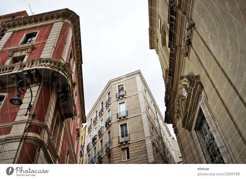 Stadtgespräch gagliari Sardinien Hauptstadt Altstadt Haus Architektur Fassade Fenster elegant gigantisch historisch einzigartig Geborgenheit Romantik Platzangst