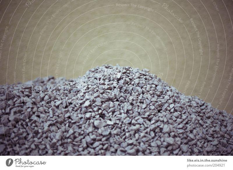 und noch mehr kies! Mauer Wand Fassade Stein blau grau Kies Kieselsteine Gedeckte Farben Textfreiraum oben Menschenleer Schwache Tiefenschärfe