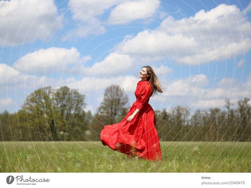 . feminin Frau Erwachsene 1 Mensch Himmel Wolken Schönes Wetter Wiese Wald Kleid blond langhaarig Bewegung drehen Erholung Tanzen Fröhlichkeit Glück schön