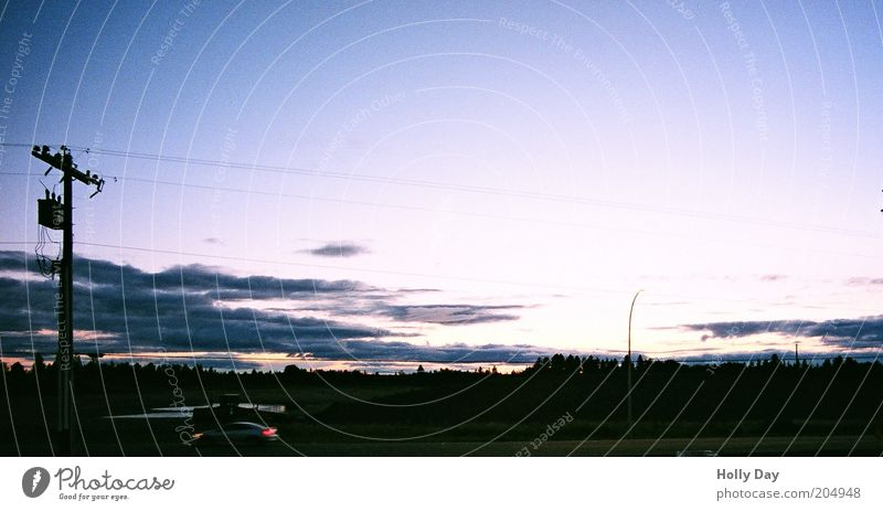 Abenddämmerung am letzten Motel der Welt Himmel Sonne Stadt Sommer Ferien & Urlaub & Reisen Wolken dunkel Horizont Kabel Verkehrswege Kanada Schönes Wetter Strommast Stadtrand Sonnenaufgang Dämmerung