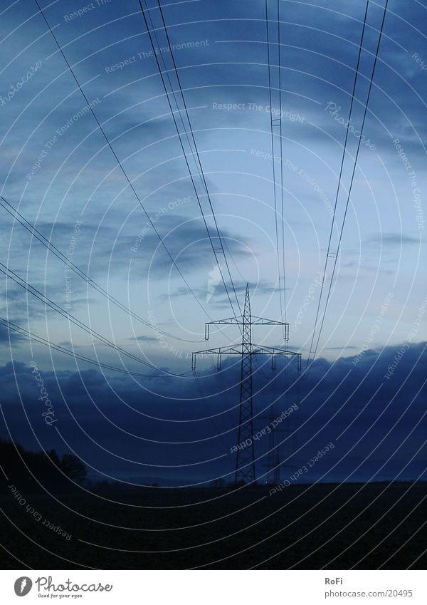 im Morgengrauen Elektrizität Strommast Kabel Morgendämmerung Leitung