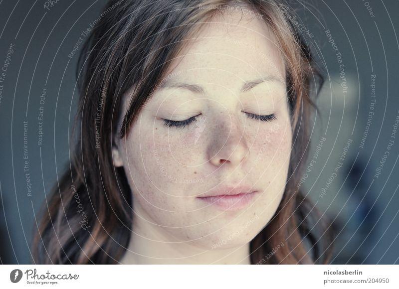 God knows Glück schön Zufriedenheit feminin Jugendliche Denken träumen Fröhlichkeit Unendlichkeit nah natürlich Gefühle Stimmung Frühlingsgefühle Vertrauen