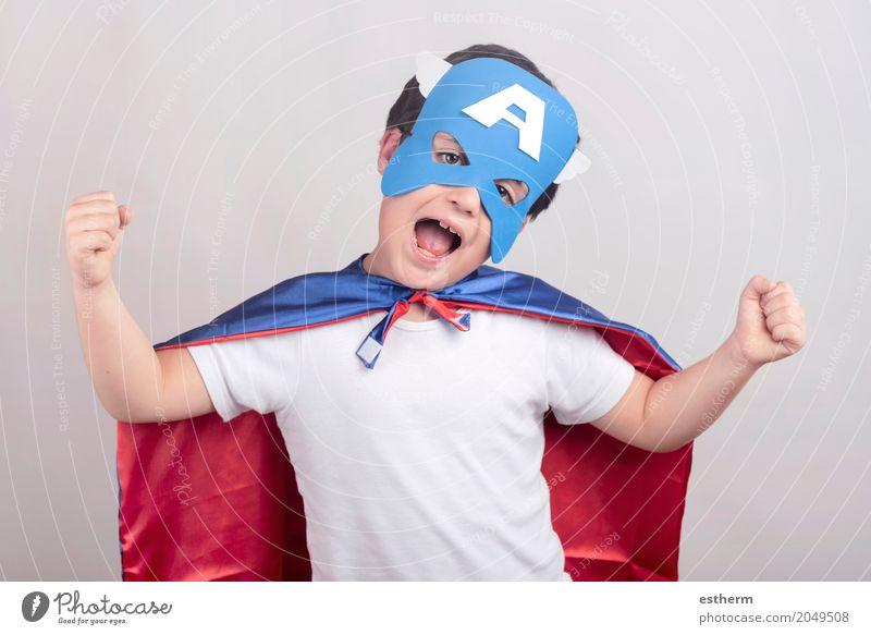 Kind als Superheld verkleidet Mensch Freude Junge Glück Kraft Kindheit Fröhlichkeit Abenteuer gut stark Überraschung Kleinkind Koffer Euphorie Tatkraft