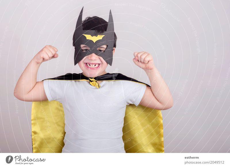 Kind als Superheld verkleidet Lifestyle Feste & Feiern Karneval Geburtstag Fitness Sport-Training Mensch Kleinkind Junge Kindheit 1 3-8 Jahre Bewegung Lächeln