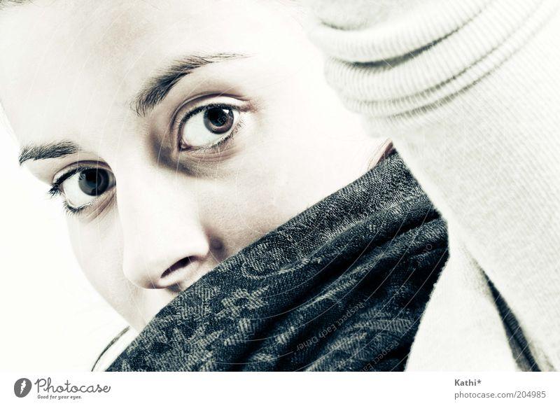 Ein Portrait elegant Stil schön Gesicht feminin Junge Frau Jugendliche Erwachsene Auge Arme 1 Mensch 18-30 Jahre Schal Blick natürlich Verschwiegenheit ruhig