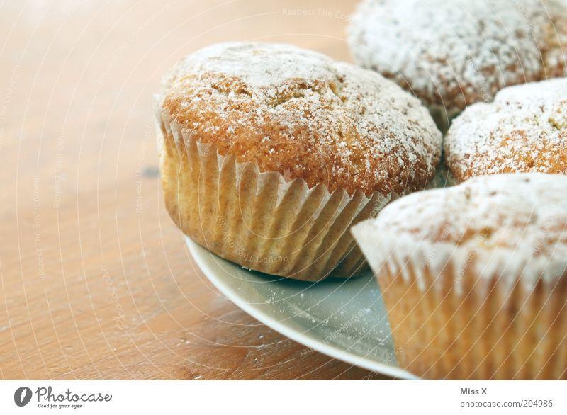 Rechts(oben) für Lili Lebensmittel Teigwaren Backwaren Kuchen Dessert Ernährung Kaffeetrinken Fingerfood Teller klein lecker saftig süß Muffin Puderzucker