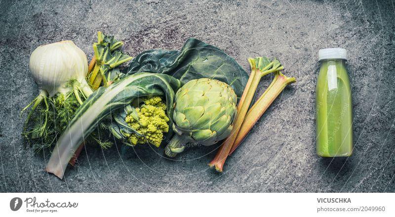 Grünes Smoothie in Flasche mit Zuaten Lebensmittel Gemüse Ernährung Getränk Saft Stil Design Gesundheit Gesunde Ernährung Fitness Vitamin Milchshake grün