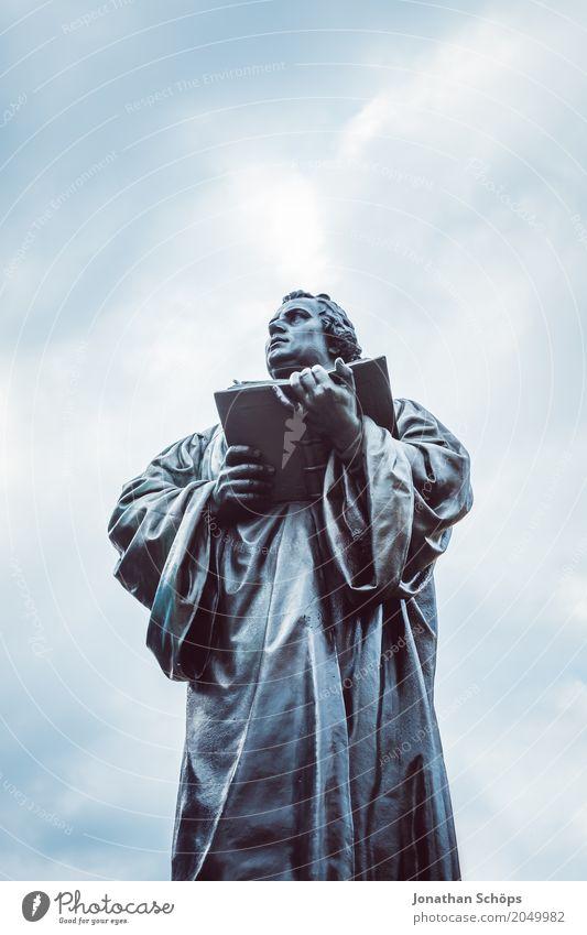 Martin Luther XXIII Mensch Mann Erwachsene Skulptur Wolken Denkmal Stein alt historisch 500 Jahre Reformation Anger Bibel Erfurt Erneuerung Gewandt Jubiläum