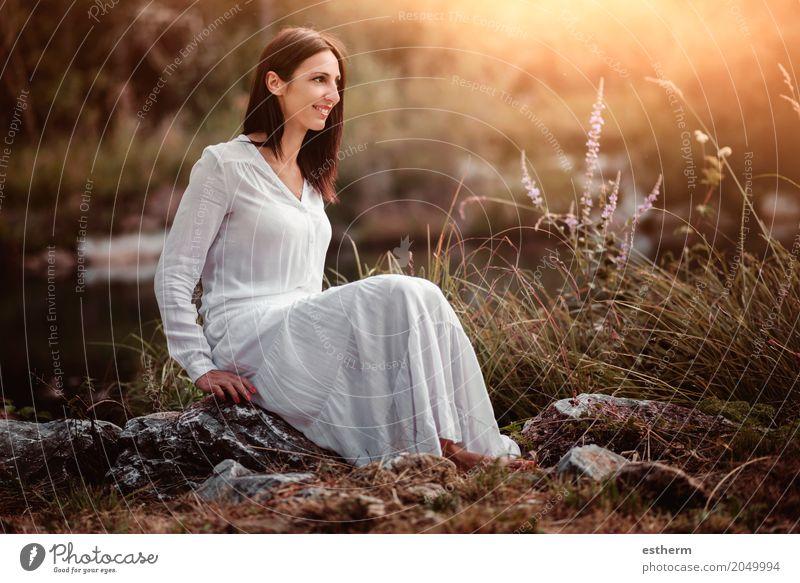 Portrait der hübschen Frau lächelnd in der Natur Mensch Ferien & Urlaub & Reisen Jugendliche Junge Frau schön Erholung Freude Erwachsene Leben Lifestyle feminin