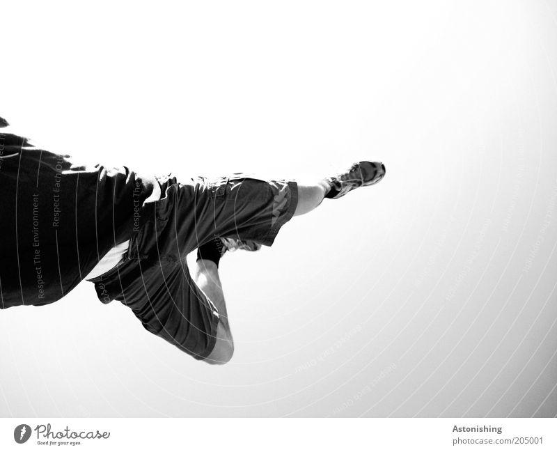 WandStand Mensch Himmel Jugendliche weiß Sommer Freude schwarz grau Bewegung Beine Fuß maskulin Schwarzweißfoto Bekleidung Hose sportlich