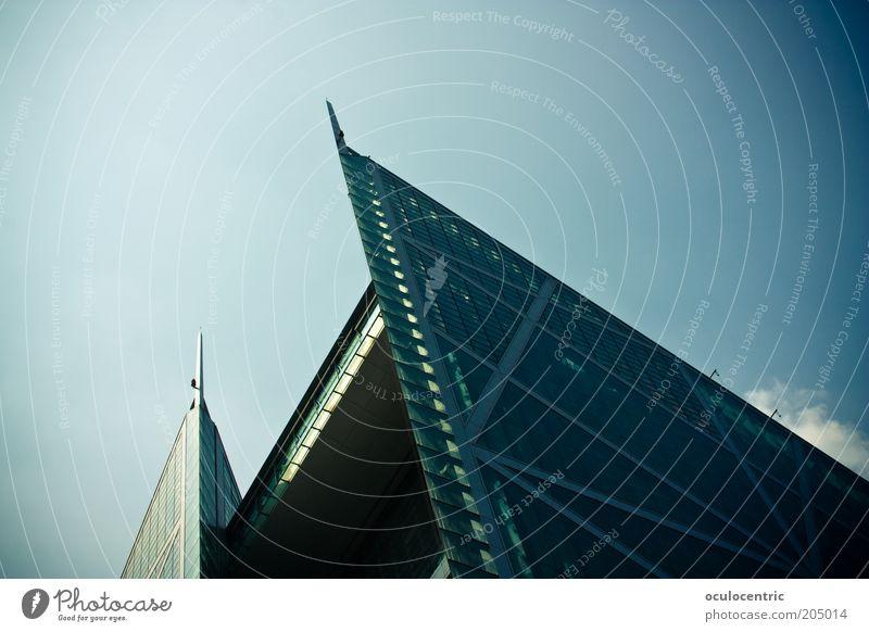 Spitze China Asien Peking Dreieck Stil eckig Himmel blau Vignettierung hart streben Präzision kalt hoch gegen Ecke Futurismus Farbfoto Außenaufnahme Tag Licht
